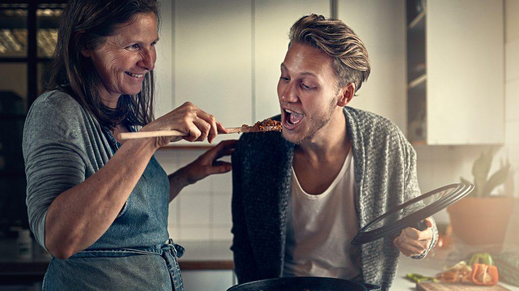 E' reato il mancato pagamento degli alimenti ai figli maggiorenni?